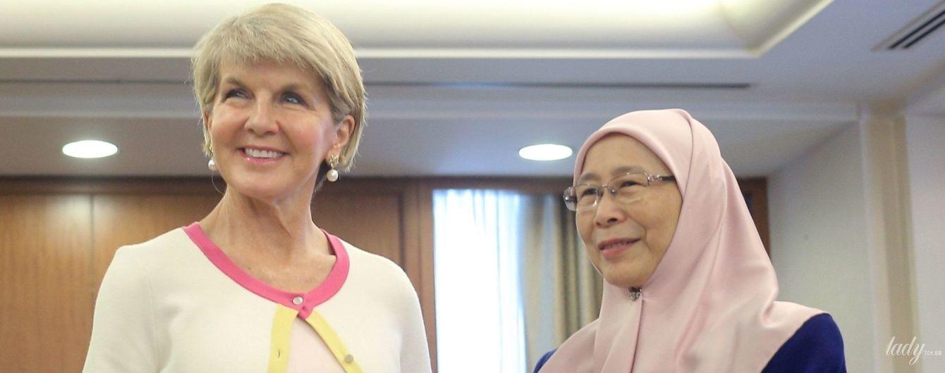 В пестром платье и с жемчужными украшениями: министр иностранных дел Австралии на деловой встрече