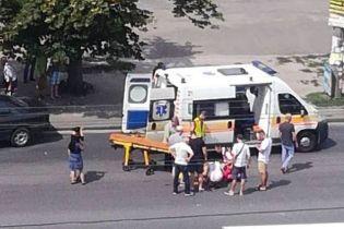 В Киеве на Троещине автомобиль сбил девочку на пешеходном переходе