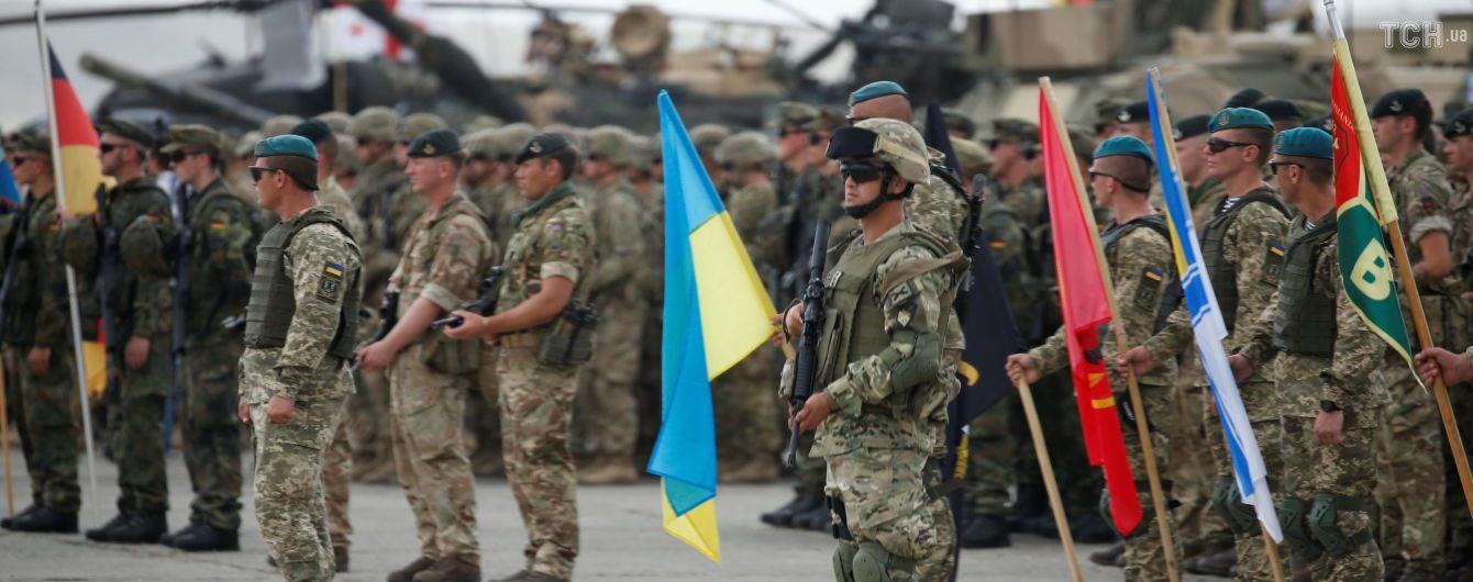 Полторак анонсировал подписание контрактов на поставку оружия из стран-членов НАТО