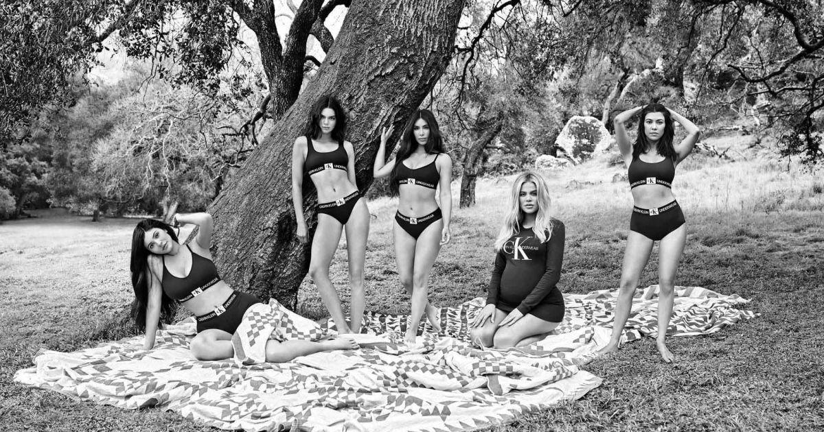 Беременная Хлое и Ким в трусах: сестры Кардашян снялись в атмосферной черно-белой фотосессии
