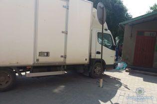 На Тернопільщині вантажівка виїхала на тротуар і збила на смерть 8-річну дівчинку
