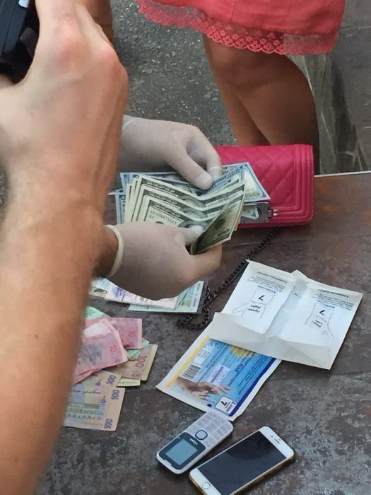 СБУ затримала хабарницю-митницю_1