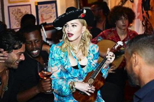 Це успіх: Мадонна у капелюсі від українського дизайнера позувала у новому фотосеті