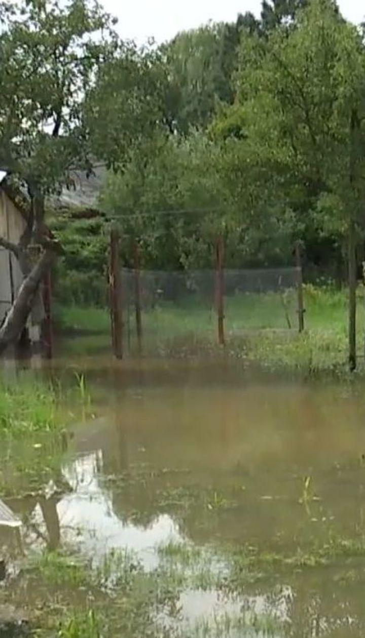 Пошкоджені мости та дороги, затоплені двори: наслідки негоди на Прикарпатті