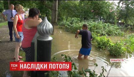 На Прикарпатті дощем розмило дороги і пошкодило мости