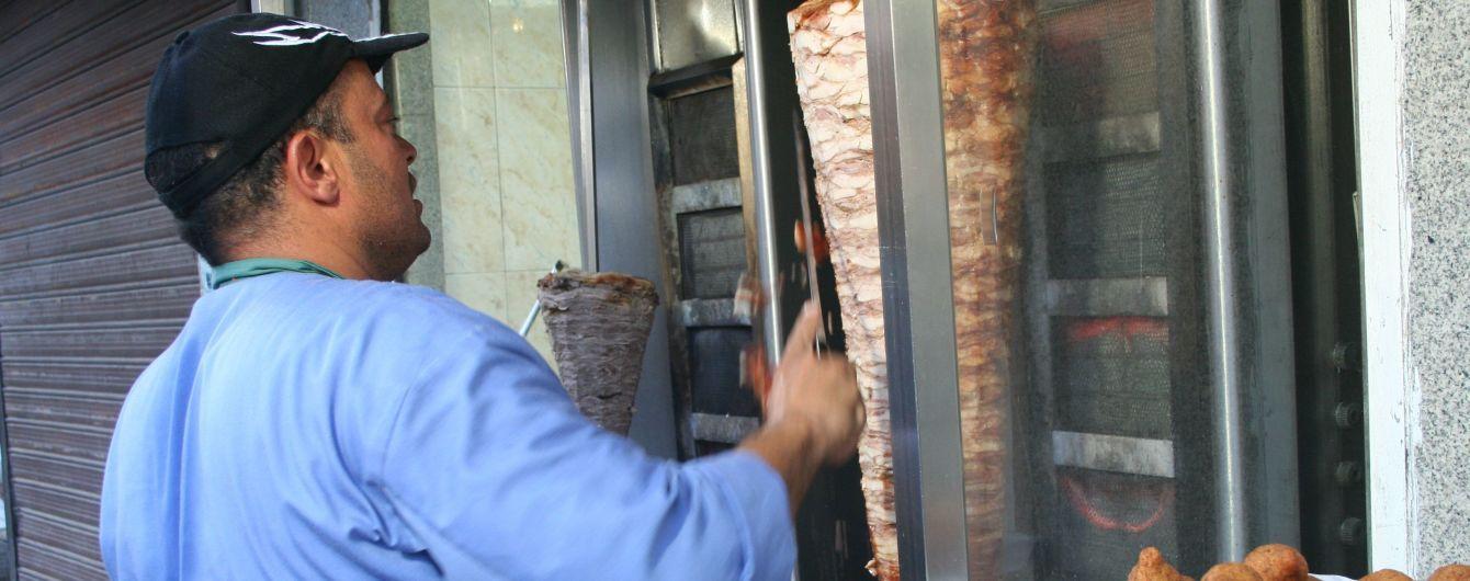 Нове отруєння шаурмою: на Софіївській Борщагівці під Києвом постраждало майже два десятки людей