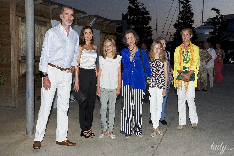 Испанская королевская семья на отдыхе_1
