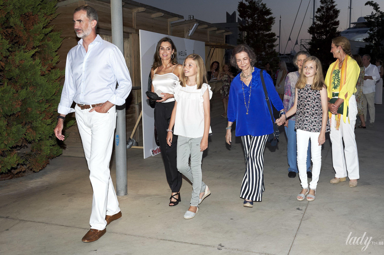 Испанская королевская семья на отдыхе_3