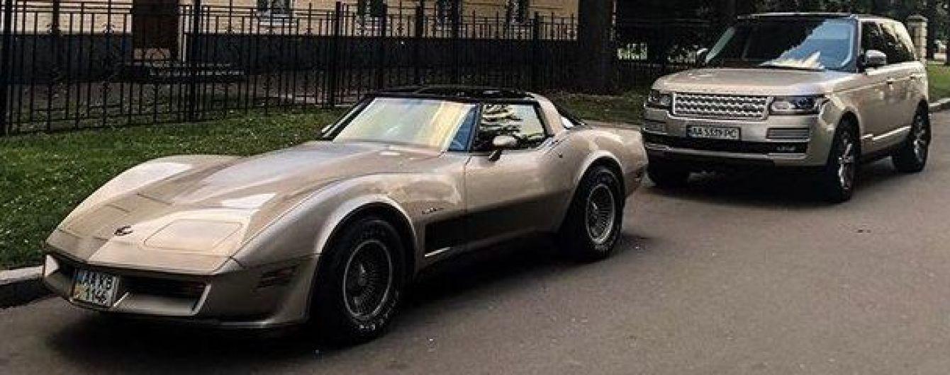 В Україні помітили раритетний американський спорткар Chevrolet Corvette C3