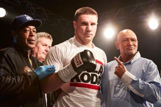 Непереможний український боксер виграв бій брутальним нокаутом у першому раунді