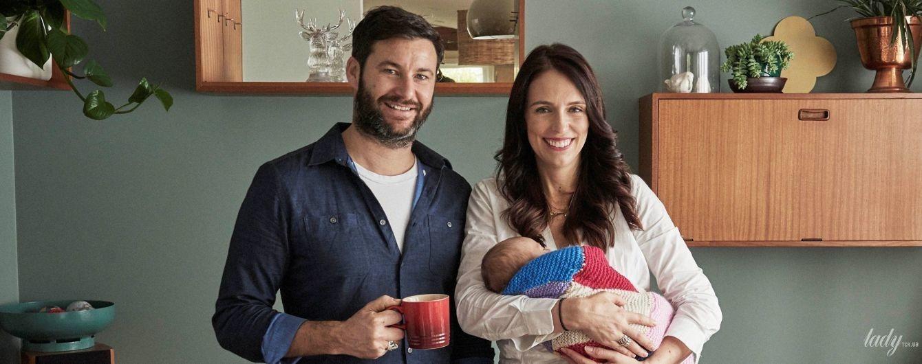 З малесенькою донечкою на руках: прем'єр-міністр Нової Зеландії насолоджується материнством