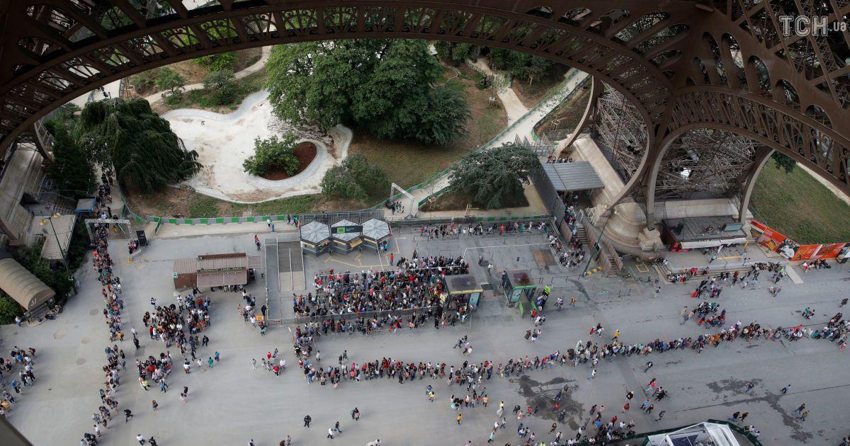 Эйфелева башня уже второй день закрыта из-за забастовки работников