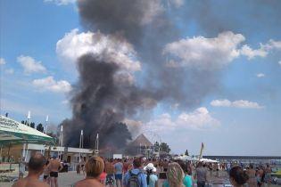 У Коблевому на пляжі спалахнула пожежа. Одна жінка отримала опіки через вибух газового балону