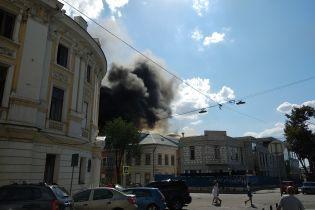 У Харкові масштабно горить будівля одного з вишів