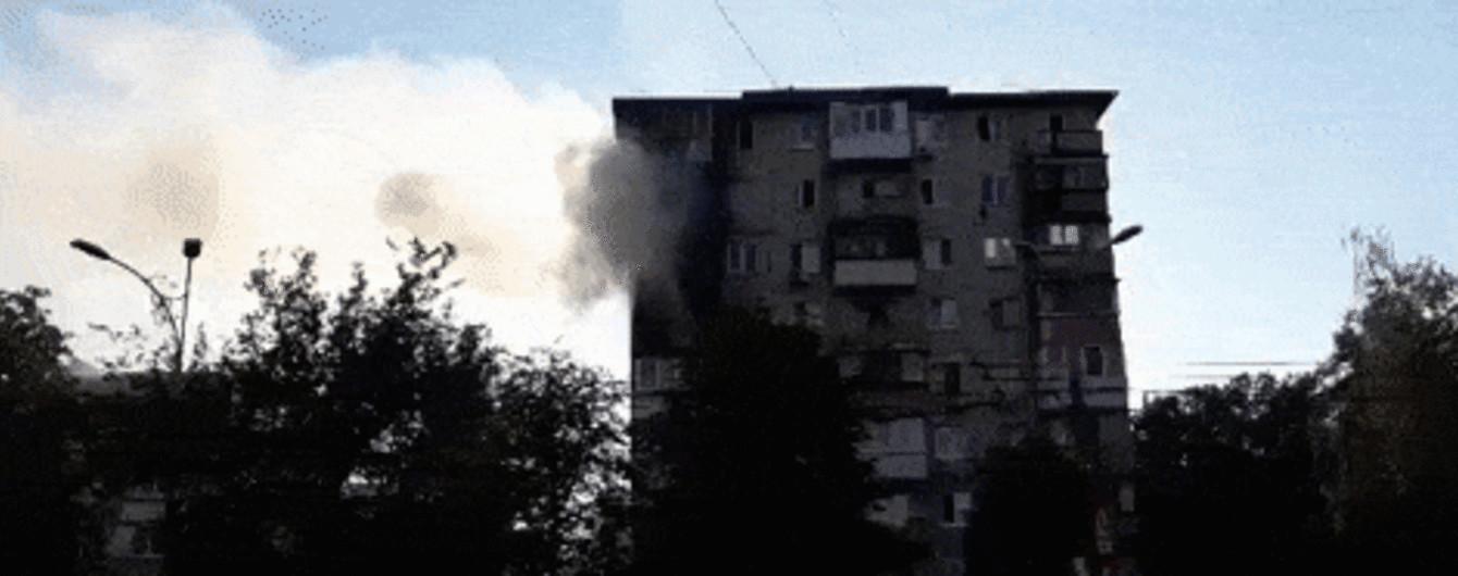 В Киеве огонь охватил жилую многоэтажку