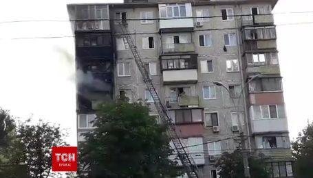 В Киеве горит жилая многоэтажка