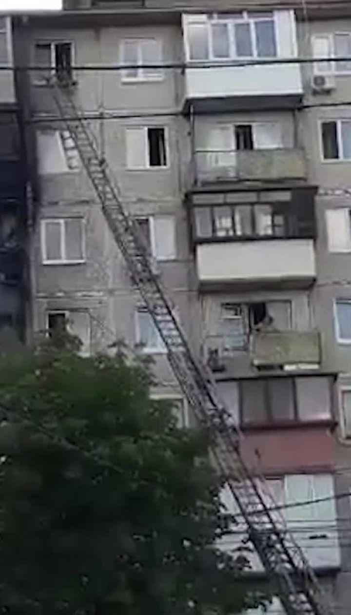 У Києві палає житлова багатоповерхівка
