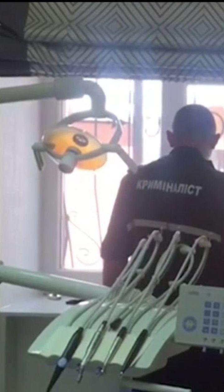 У Києві 48-річна жінка померла у стоматологічному кріслі