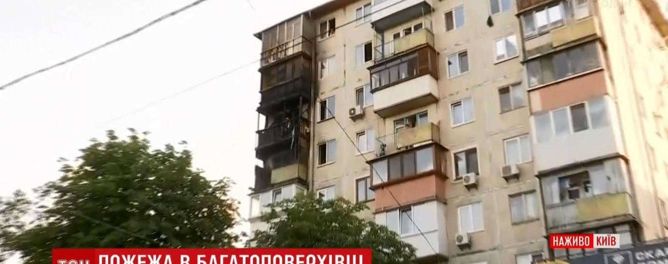 Пожарные локализовали огонь в жилой многоэтажке на Нивках