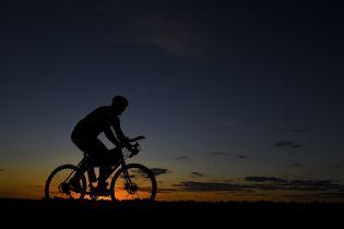 У Німеччині поліція розшукує голого велосипедиста за перевищення швидкості руху