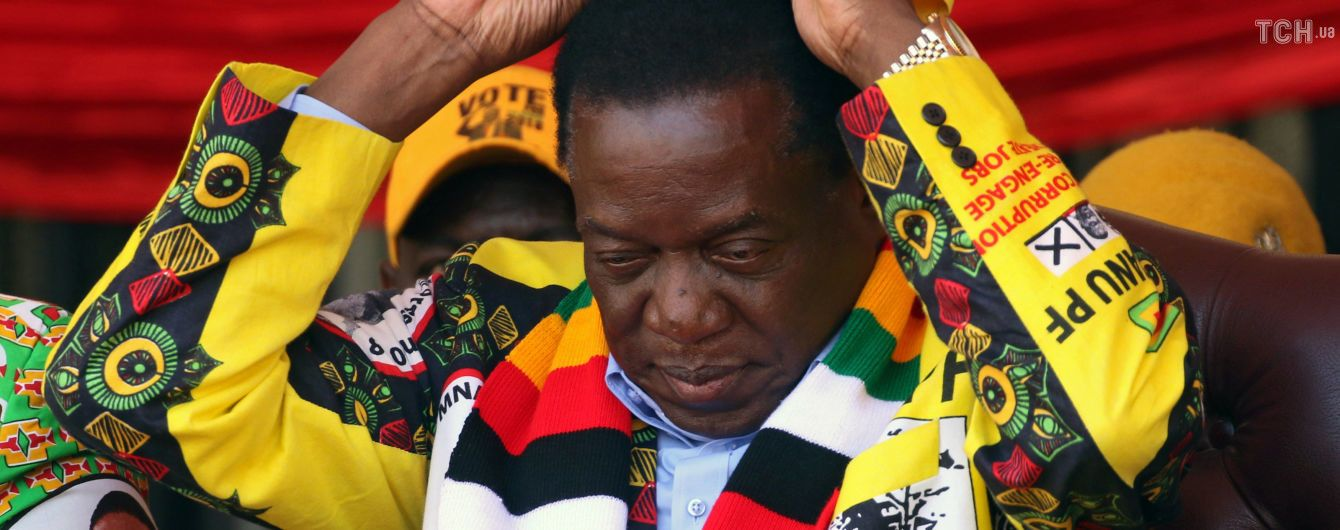 """В Зимбабве президента объявили победителем выборов, оппозиция называет результаты голосования """"фейковыми"""""""