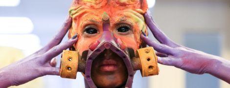 Заводы с плеч и насекомые на губах: украинцы поразили своими образами на фестивале боди-арта в Австрии