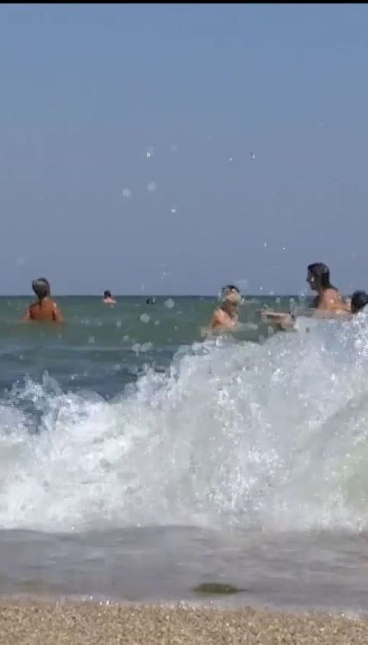 Двоє людей потонули в Одесі під час шторму на морі