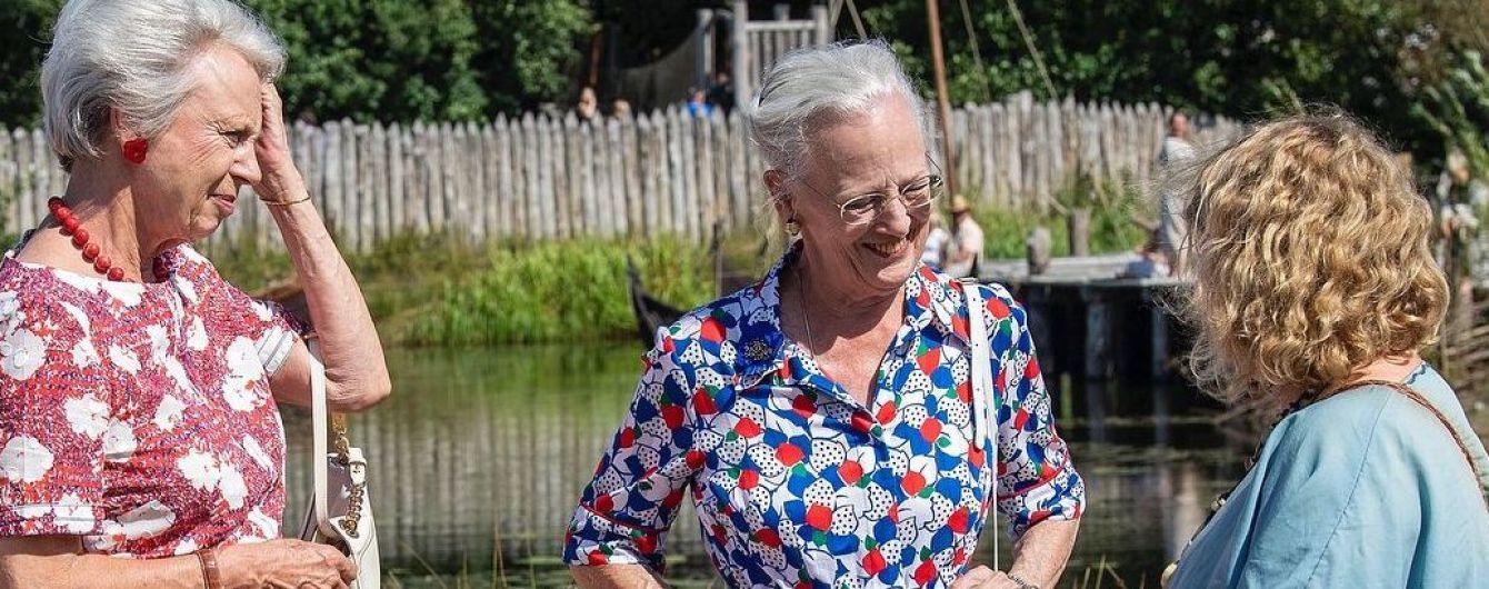 У строкатій сукні та з яскравим манікюром: 78-річна королева Маргрете II сходила в музей