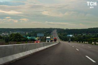 В Украине предложили запретить строить левые повороты на скоростных трассах