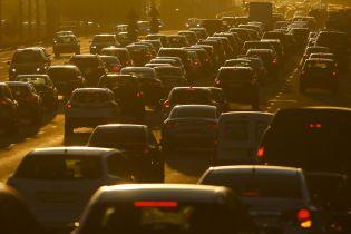 Трамп вмовляє автовиробників заощадити на електромобілях