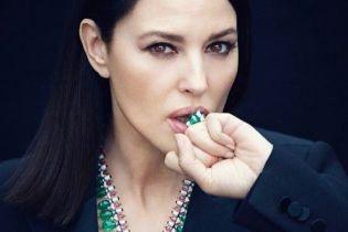 В елегантних образах та з камінням на грудях: розкішна Моніка Беллуччі знялась у новій фотосесії