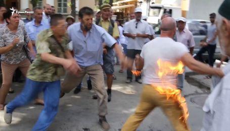 Крымскотатарский активист пытался сжечь себя в центре Симферополя