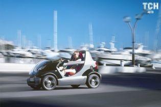 Smart без крыши вместе с пассажирами искупали в автоматической мойке