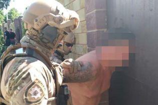В Днепре пьяный именинник устроил стрельбу из карабина и попал девушке в лицо