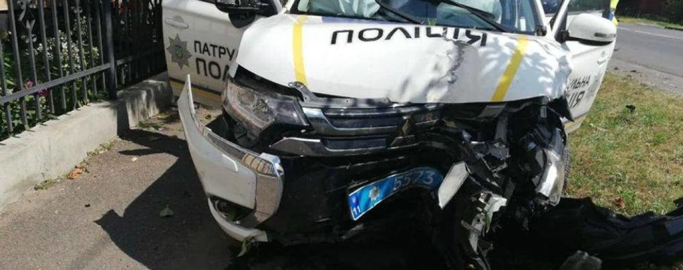 У Мукачеві розбився поліцейський Mitsubishi