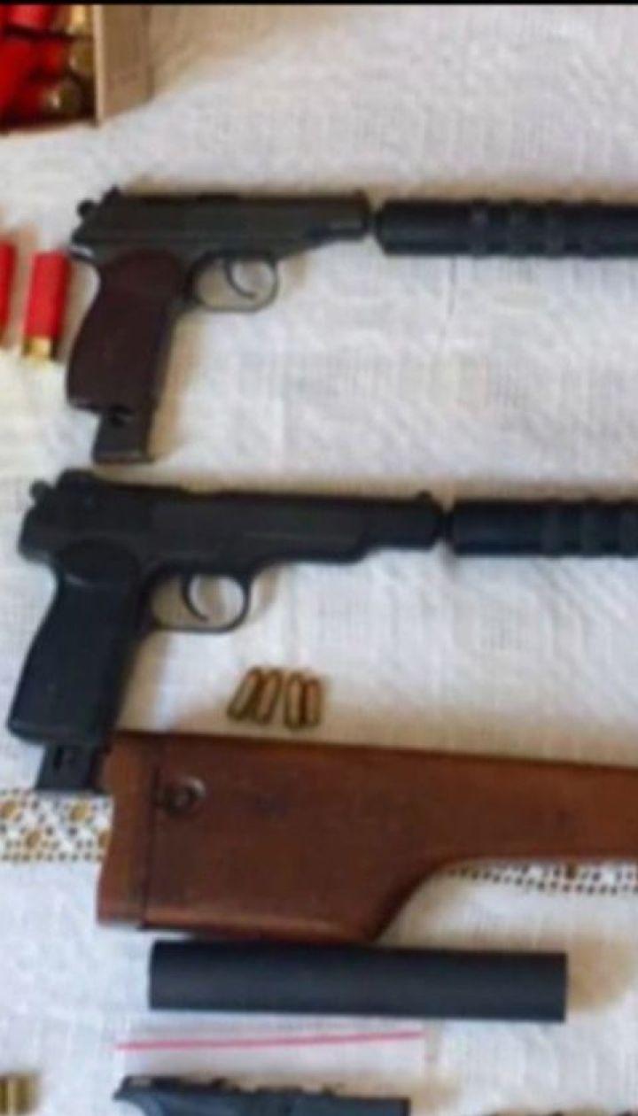 На Буковине правоохранители разоблачили торговцев оружием, которые действовали по всей Украине