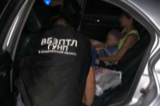 На Закарпатті затримали жінку, яка намагалася продати 3-річного сина для жебракування