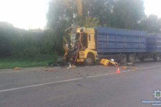 На Сумщине в результате столкновения двух грузовиков погиб водитель