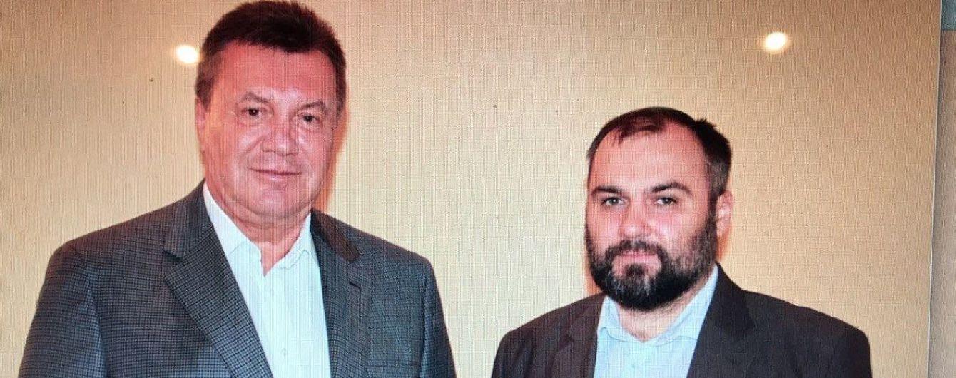 Екс-адвокат Януковича зустрівся з підзахисним у Росії і виклав спільне фото
