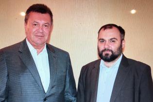 Экс-адвокат Януковича встретился с подзащитным в России и выложил совместное фото