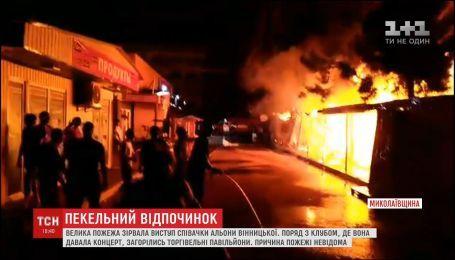 В Коблево загорелись торговые павильоны
