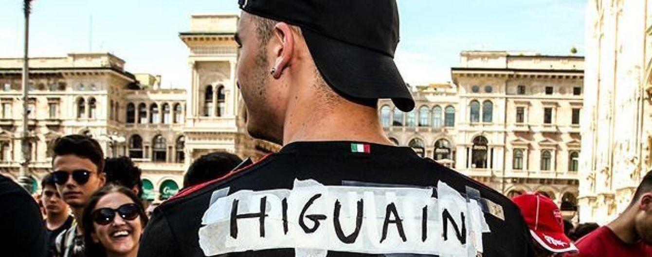 """Лайфхак з Італії: вболівальник """"Мілана"""" зробив найкрутішу в світі футболку після трансферу футболіста"""