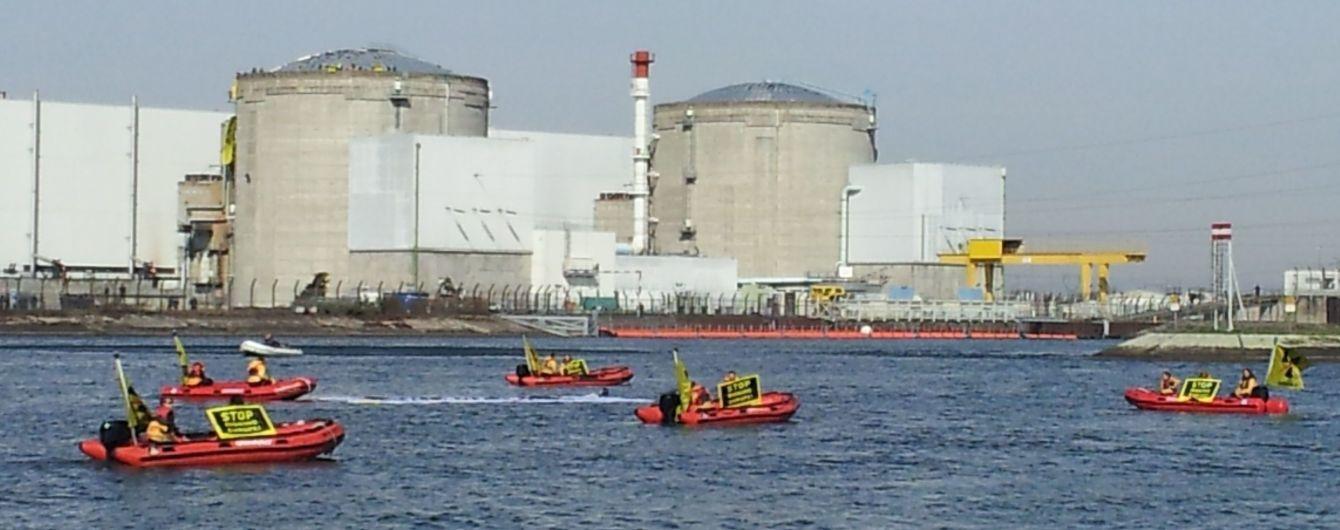 У Франції через екстремальну спеку зупинили реактор найстаршої АЕС