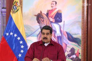 В Сети появились видео взрыва дрона в момент покушения на Мадуро