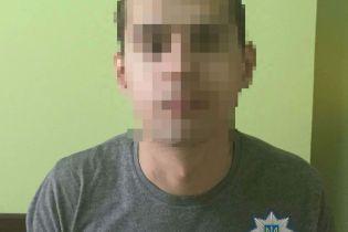 В Киеве двое мужчин выпивали с незнакомцем. После ссоры они остались без телефонов