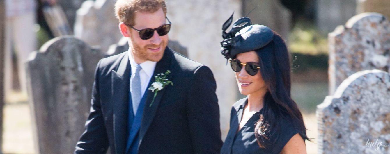 В незвичайній сукні та за руку з чоловіком: герцогиня Сассекська Меган свій день народження провела на весіллі