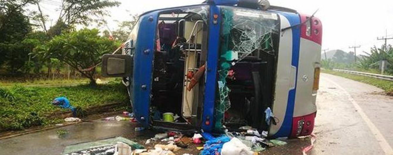 В Таиланде перевернулся туристический автобус, есть жертвы