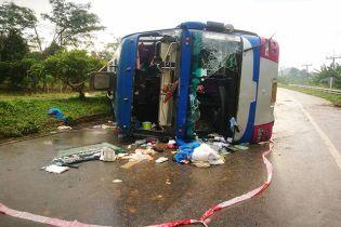 В Таиланде разбился двухэтажный автобус с туристами: более 10 пострадавших