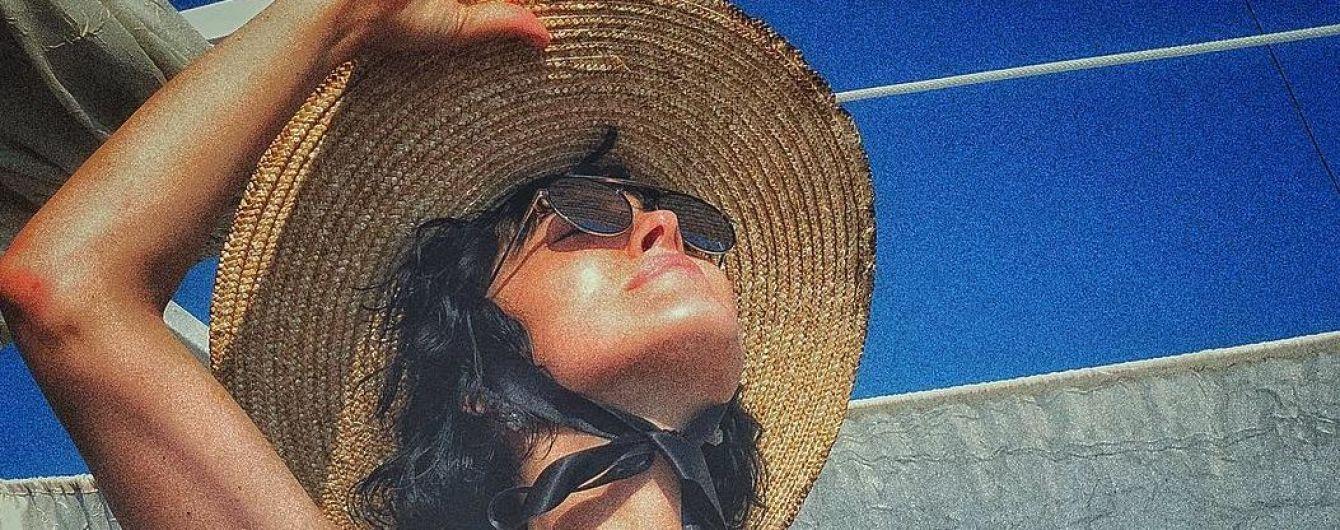В бикини и шляпе: Даша Астафьева выходные провела на отдыхе