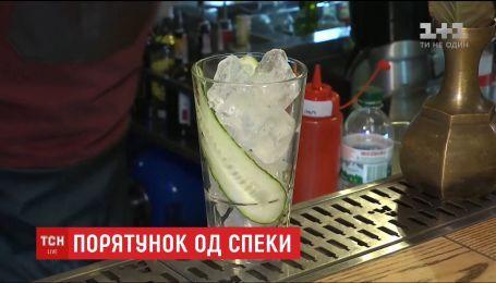 Врачи рассказали, какие напитки лучше всего утолят жажду летом